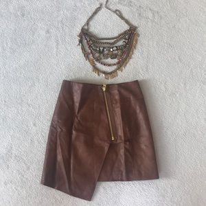 Skirt and necklace combo